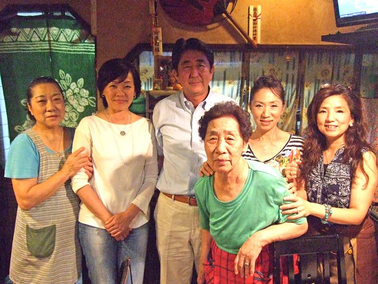 昭恵夫人も一緒に記念撮影