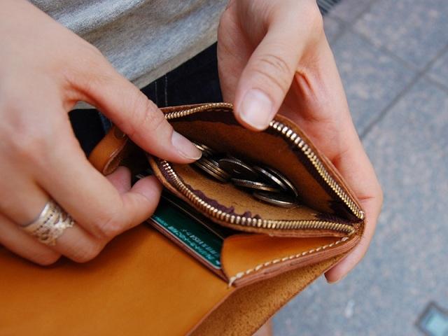 6e49acc2ef08 ... 受注後制作で通常6~8週間後に納品となります。 当店で在庫しているので即納致します。 コンパクトでありながら、メイン財布として使える「小型の 二つ折り財布」