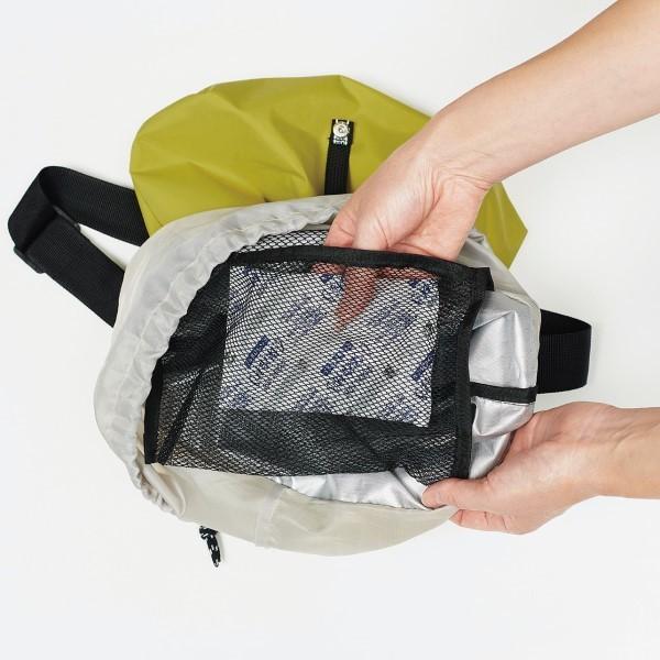 メッシュポケットには保冷剤や長財布が入ります